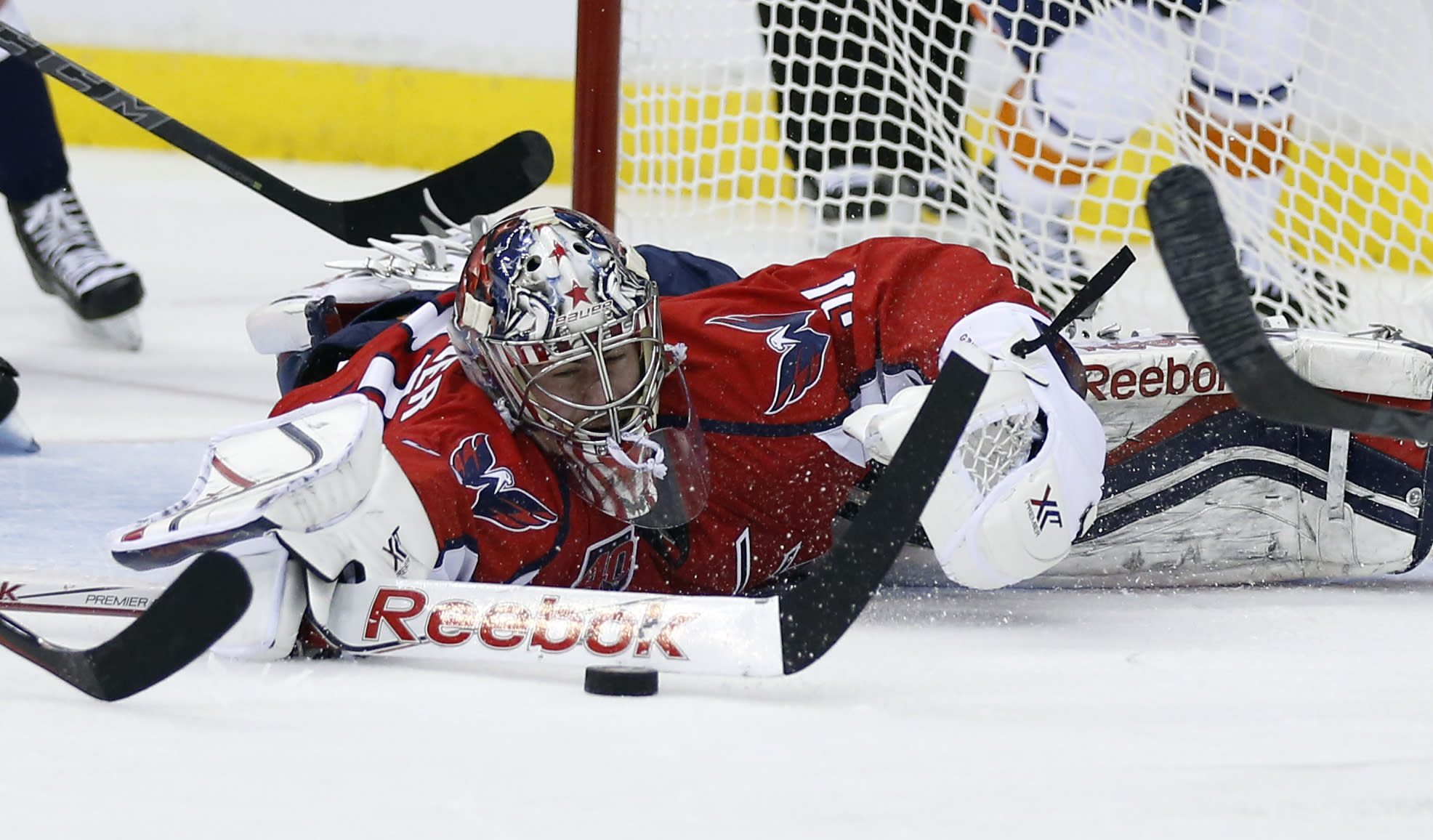 1st German goalie to start NHL playoff game helps Capitals