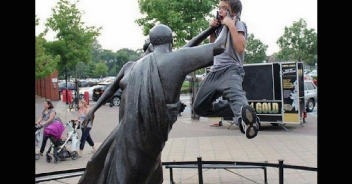 21 Perfect Pose Pictures With Statues