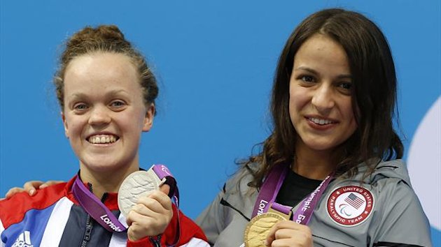 Britain&#39;s Eleanor Simmonds (L) holds the silver medal and Victoria Arlen of the U.S. holds the gold medal that they received for the women&#39;s 100m freestyle - S6 final in the Aquatics Centre at the London 2012 Paralympic Games (Reuters)