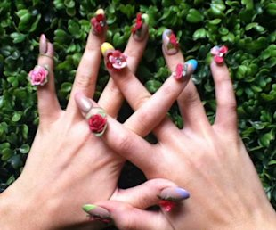 Katy Perry&amp;#39;s Tweets A Photo Of Her Fabulously Floral Nails