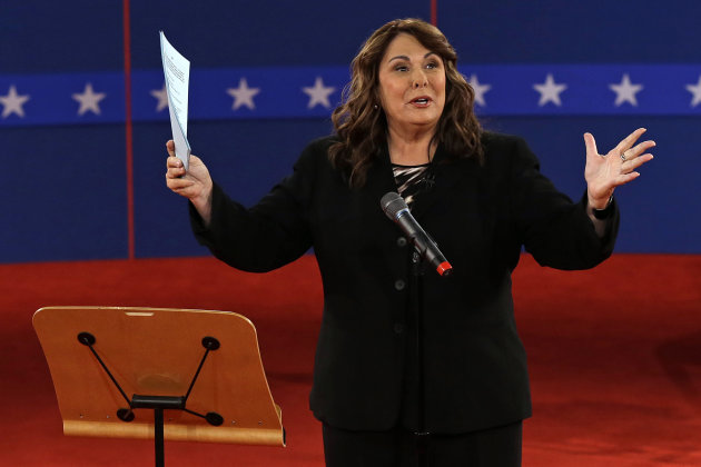Moderator Candy Crowley talks to the audience before the second presidential debate at Hofstra University, Tuesday, Oct. 16, 2012, in Hempstead, N.Y. (AP Photo/Charlie Neibergall)