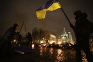 """Participants drum with sticks and burn tyres during a performance called """"freedom"""", in support of Ukrainian anti-government protesters who held rallies in Maidan Nezalezhnosti or Independence Square in Kiev, in front of the Church of the Saviour on Spilled Blood in central St. Petersburg February 23, 2014. REUTERS/Maxim Zmeyev"""