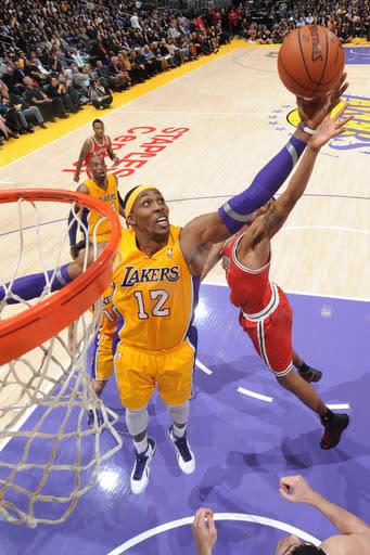 Kobe, Dwight get 31 each in Lakers' win over Bucks