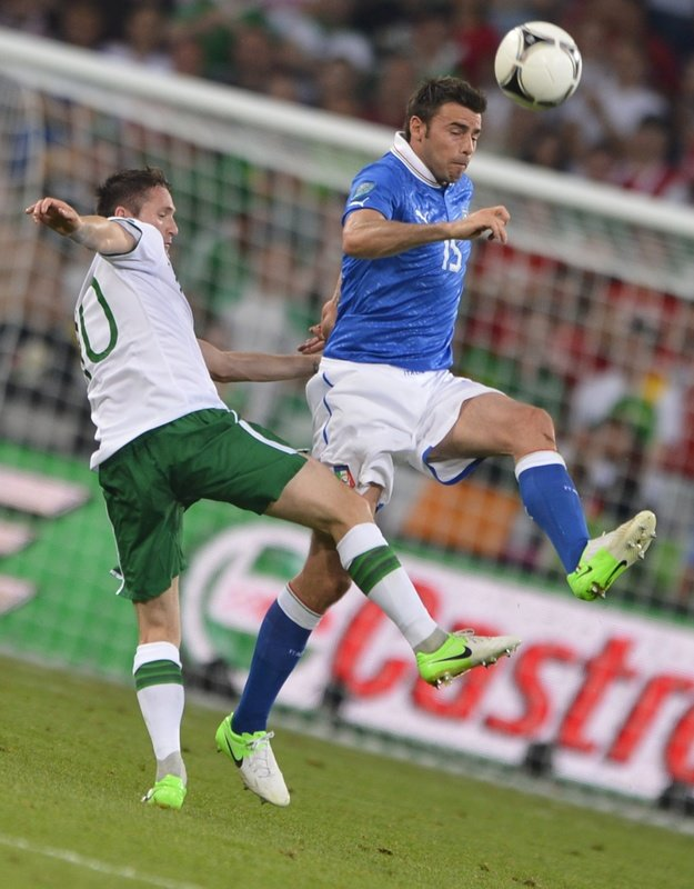 Italian Defender Andrea Barzagli (R) Vies AFP/Getty Images