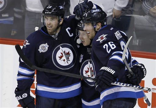Jets edge Maple Leafs 2-1