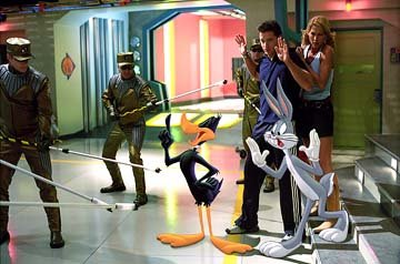 Daffy Duck, Bugs Bunny, Brendan Fraser and Jenna Elfman in Warner Bros. Looney Tunes: Back in Action