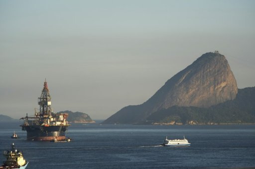 <p>File photo of an oil platform in the Bay of Guanabara, Rio de Janeiro, Brazil, on July 3, 2012. Brazil's president has approved the auctioning of new oil concessions next year, subject to congressional approval of a new royalties law, authorities said.</p>