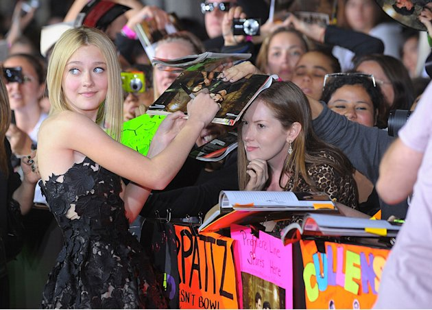 Twilight Saga New Moon LA Premiere 2009 Dakota Fanning