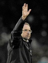 FILE - In this Jan. 30, 2010 file photo, Aston Villa manager Martin O'Neill waves to the crowd after their English Premier League soccer match against Fulham at the Craven Cottage Stadium, London. O'Neill has been hired as the new manager of Sunderland, returning to the English Premier League nearly 16 months after quitting Aston Villa. The 59-year-old Northern Irishman has signed a three-year contract and takes over from Steve Bruce, who was fired on Wednesday, Nov. 30, 2011, with the team in 16th place in the Premier League _ two points above the relegation zone. (AP Photo/Tom Hevezi, file)