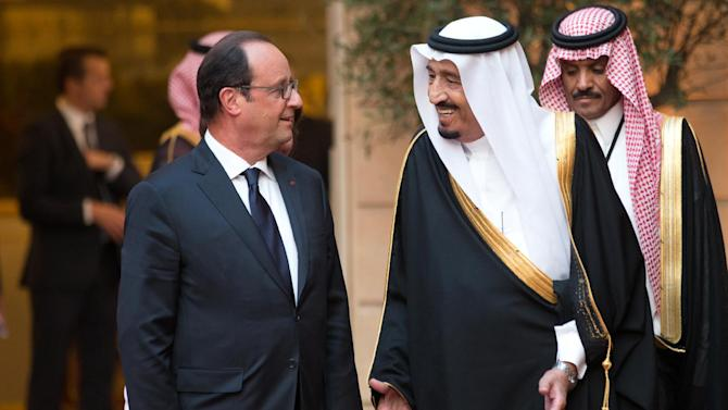 French President Francois Hollande (L) and Saudi Crown Prince and Defence Minister Salman bin Abdul Aziz al-Saudb at the Elysee Palace in Paris on September 1, 2014