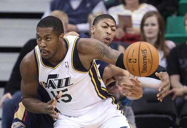 Hayward, Jazz get 1st win, 111-105 over Pelicans