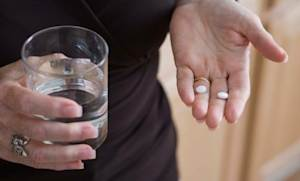 Researchers from Sweden studying the effects of aspirin and brain function in elderly women found evidence suggesting that the popular medication may help impede cognitive decline.