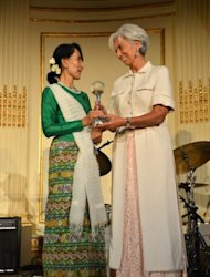 <p>Aung San Suu Kyi, Myanmar's Member of Parliament and Nobel Peace Prize Laureate, receives the Atlantic Council 2012 Global Citizen Award from Christine Lagarde, Managing Director of the International Monetary Fund (IMF), on September 21, in New York.</p>