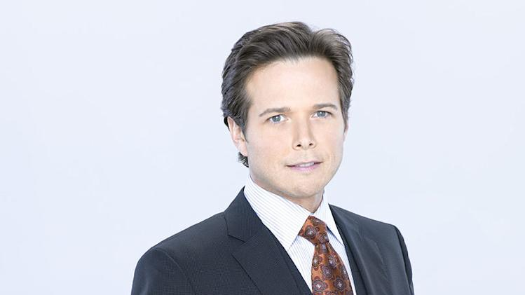 "Scott Wolf in the ABC series ""V"""