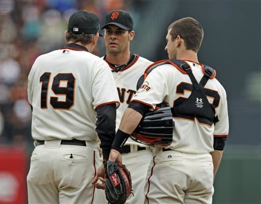 Vogelsong wins fourth straight, Giants sweep Cubs