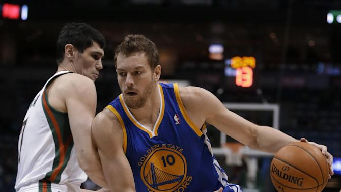 Lee leads Warriors to 101-80 win over Bucks