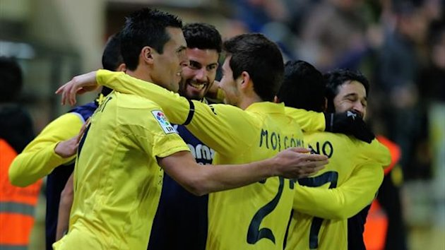 Villarreal forward Jeremy Perbet (L) celebrates scoring against Osasuna at El Madrigal (AFP)