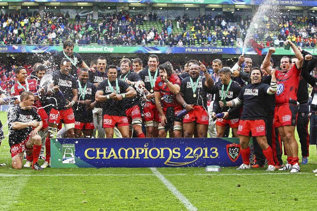 Toulon celebrate after beating Clermont Auvergne in the Heineken Cup rugby tournament final in Dublin