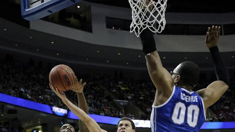 Duke's Seth Curry (30) shoots between Creighton's Andre Yates (11) and Gregory Echenique (00) during the first half of a third-round game of the NCAA college basketball tournament, Sunday, March 24, 2013, in Philadelphia. (AP Photo/Matt Slocum)