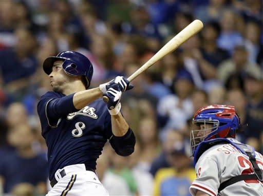 Braun's 32nd homer lifts Brewers over Phillies 6-2