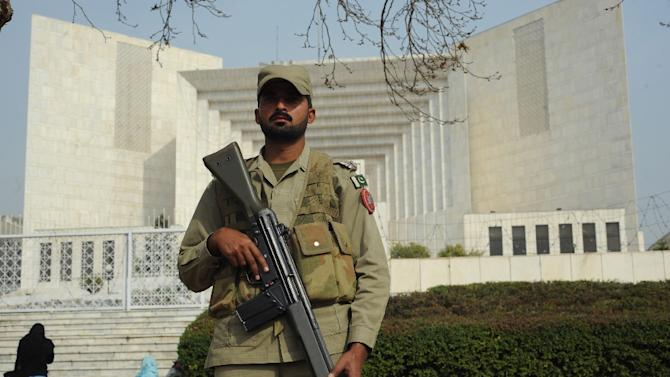 A Pakistani paramilitary soldier stands guard outside the supreme court building during the corruption case hearing in Islamabad on February 2, 2012