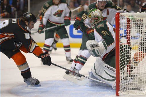 Ducks hold off Minnesota for 8th straight home win