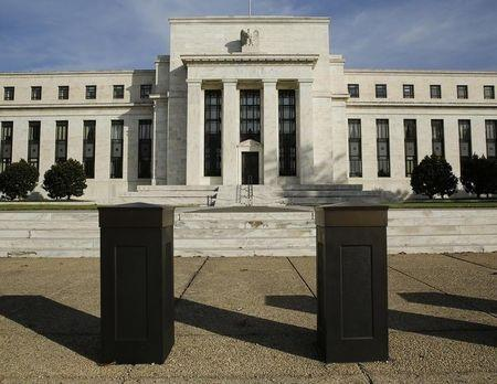 Americans say keep politics out of the Fed