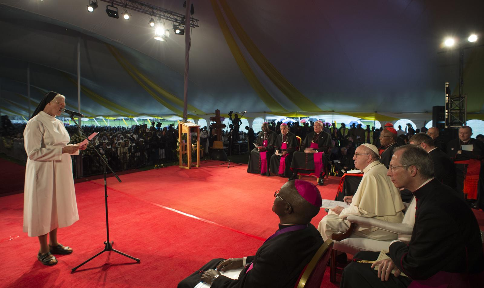 Pope presses case for adequate, dignified housing in Nairobi