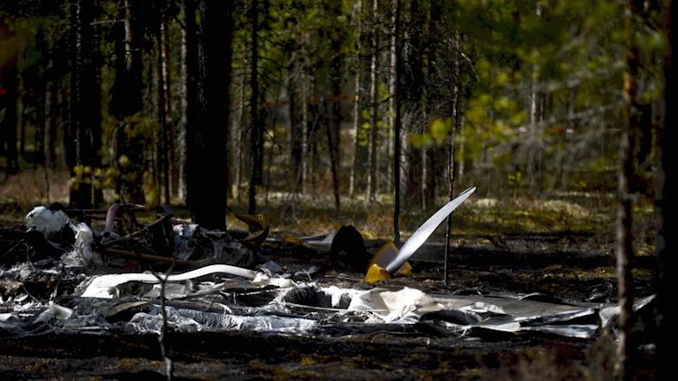 Wreckage of an aircraft covers the ground next to Jamijarvi Airfield, southwest Finland on Monday April 21, 2014. Finnish officials on Sunday eight people died when a small plane carrying parachutists crashed to the ground and caught fire. (AP Photo/LEHTIKUVA /Vesa Moilanen) FINLAND OUT