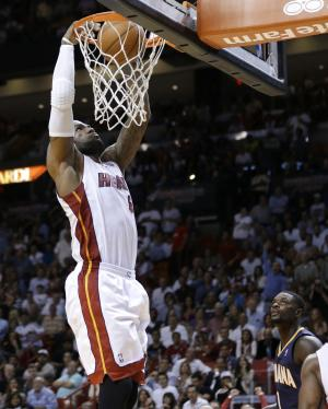 Miami Heat's LeBron James dunks as Indiana Pacers' …