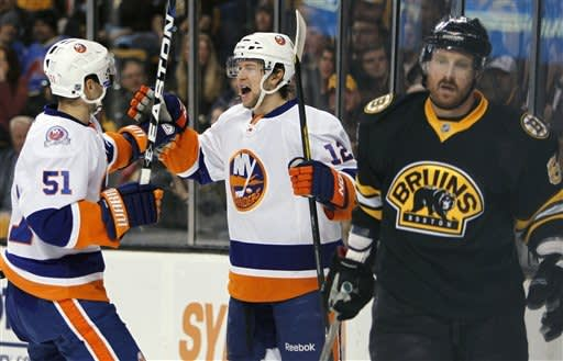 Tavares snaps late tie, lifts Isles over Bruins