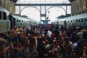 Migrants and refugees crowd the platforms at the Keleti …