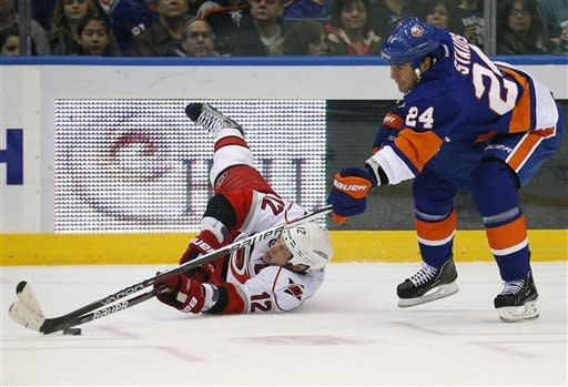 Isles' Tavares has 2 goals, assist vs. Canes