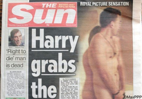 """ The Sun "" publie les photos du Prince Harry nu"
