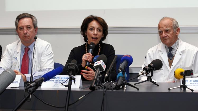 Professor Latremouille, French Health Minister Touraine, surgeon Carpentier attend news conference in Paris