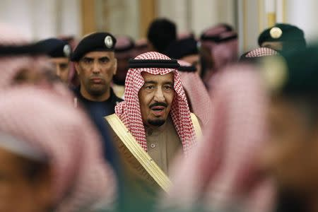 Obama includes Republicans in big delegation to meet new Saudi King