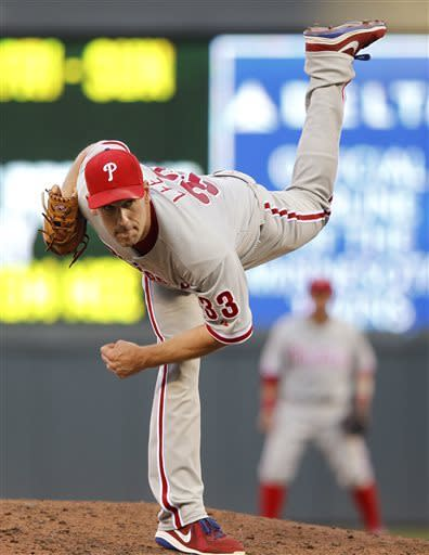 Lee helps Phillies beat Twins, snap 5-game skid