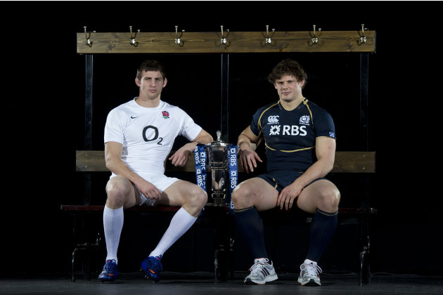 England player Tom Wood (L) and Scotland captain Ross Ford (R) pose for photographers flanking the trophy during the launch of the Six Nations Rugby Championship in London on January 25, 2012. AFP PHO