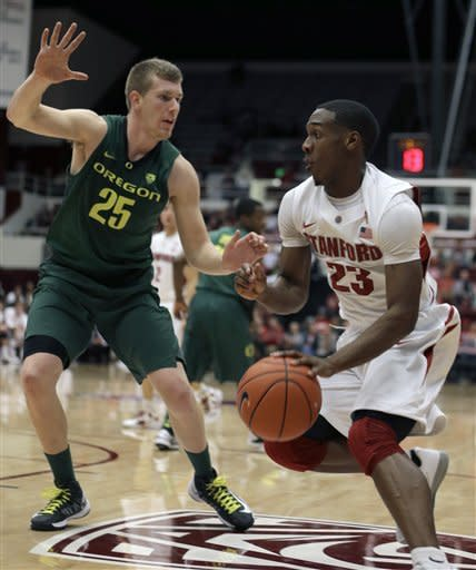 Stanford beats No. 10 Oregon 76-52 behind Randle