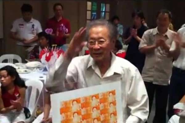 Former Singapore detainee Dr Lim Hock Siew at a tribute to him on Saturday, 6 August 2011. (YouTube screengrab)