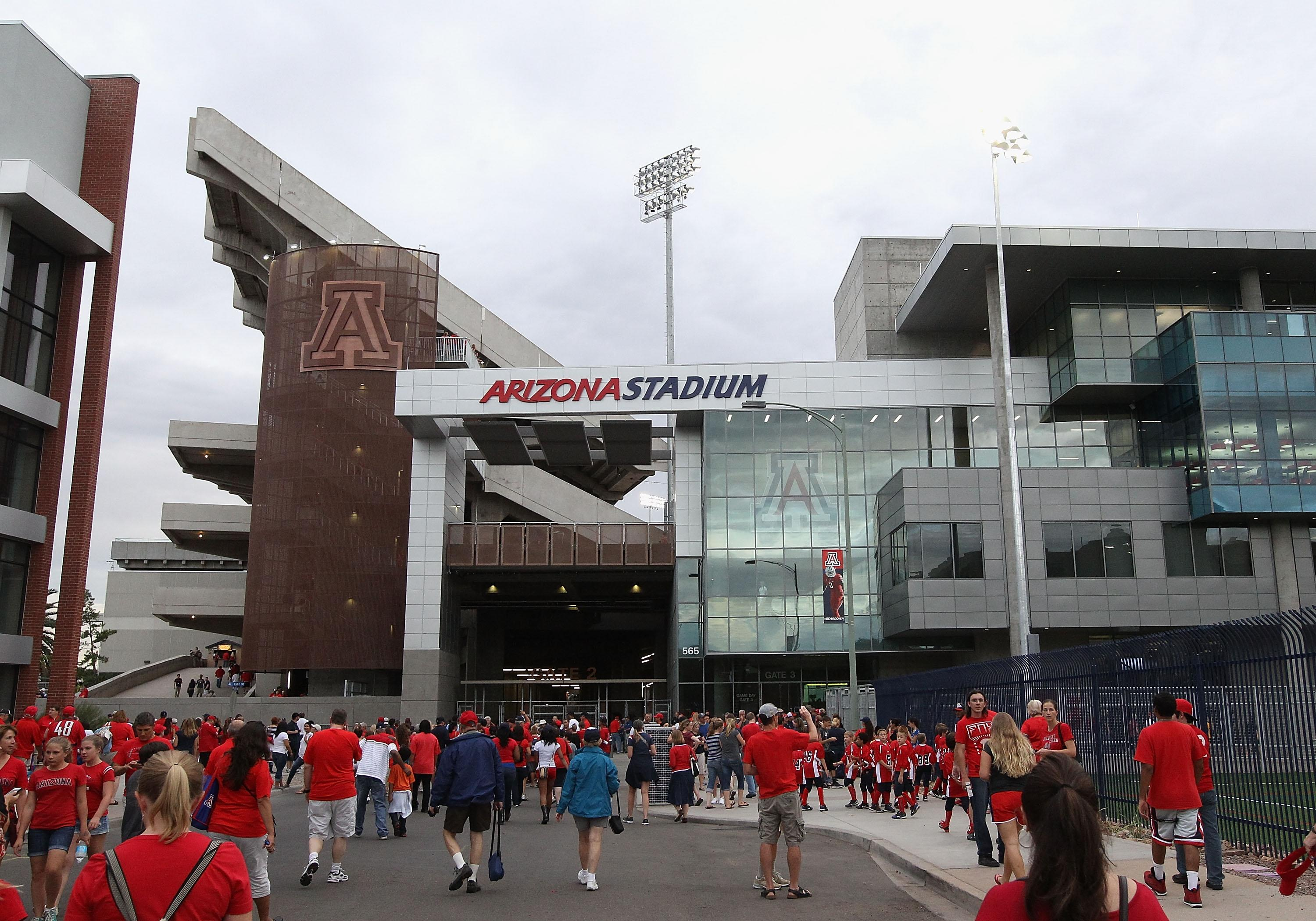 Report: Two new bowl games could be added in 2015
