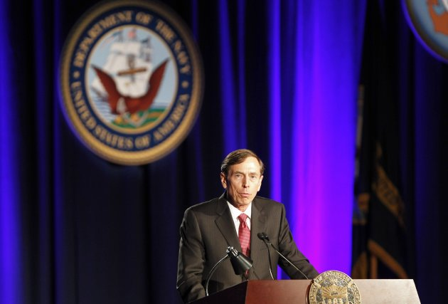 Former CIA Director and retired general David H. Petraeus speaks as the keynote speaker at the University of Southern California annual dinner for veterans and ROTC students, in Los Angeles, California March 26, 2013. REUTERS/Alex Gallardo (UNITED STATES - Tags: EDUCATION)