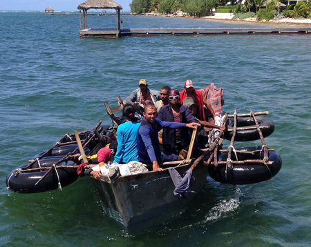 Cuban migrants head back to sea after being turned away in Caymans