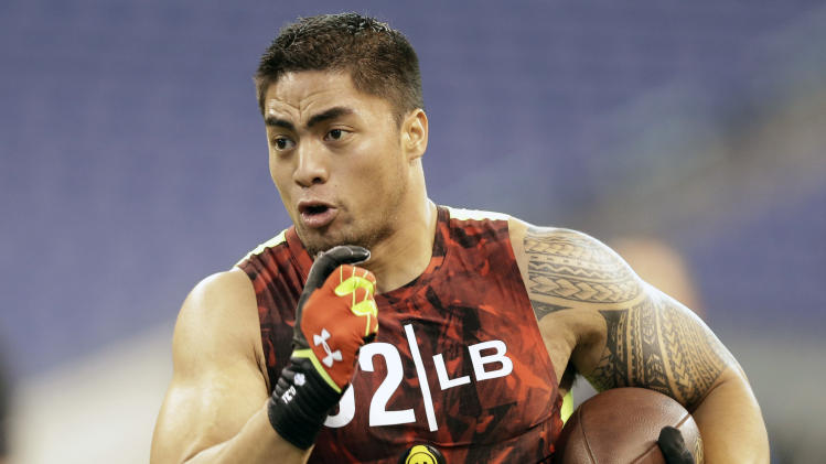 Notre Dame linebacker Manti Te'o runs a drill at the NFL football scouting combine in Indianapolis, Monday, Feb. 25, 2013. (AP Photo/Michael Conroy)