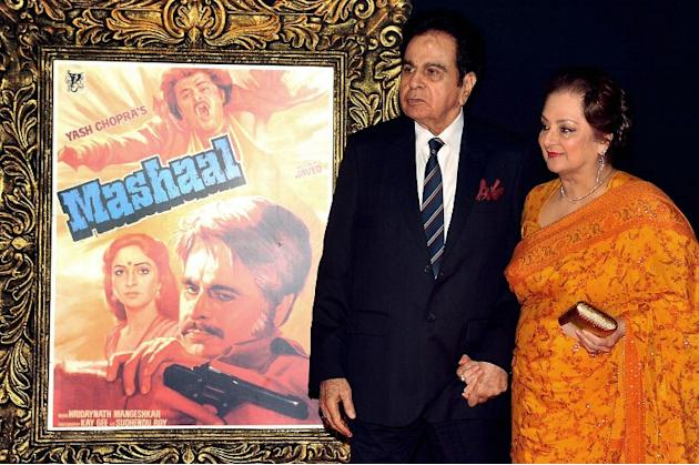 Indian Bollywood film actor Dilip Kumar (L) and his wife Saira Banu pose on the red carpet at the premiere of the Hindi film 'Jab Tak Hai Jaan' in Mumbai on November 12, 2012.   AFP PHOTO
