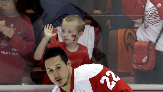 AP source: Red Wings place F Tootoo on waivers