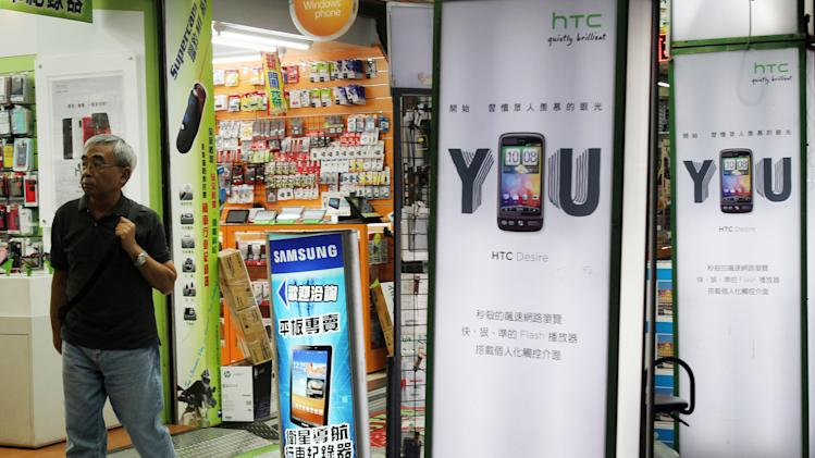 HTC seeks to reverse sliding smartphone sales