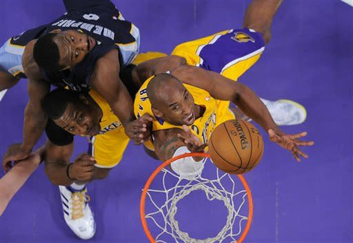 Kobe's Lakers hold off Grizzlies 86-84