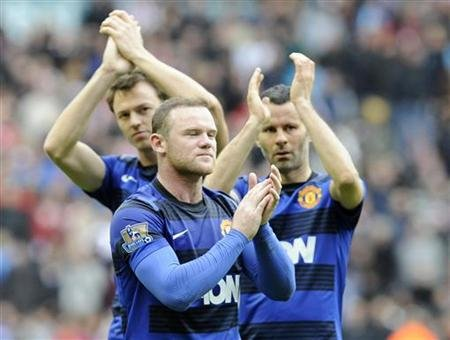 Manchester United&#39;s Evans,Rooney and Giggs react after their English Premier League soccer match against Sunderland in Sunderland