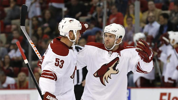Stone's late goal gives Coyotes win over Red Wings